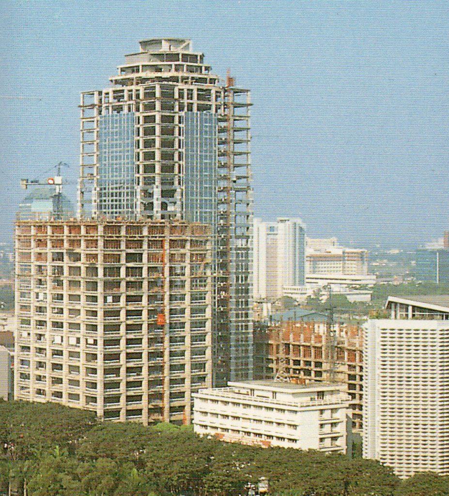 Menara Mandiri dalam pembangunan, Jakarta 1994an.