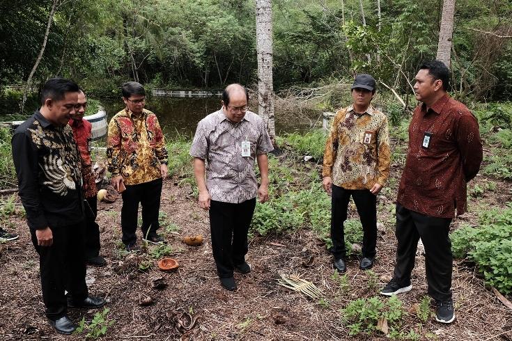 Pejabat Dirjen Kekayaan Negara Kementerian Keuangan di bekas Hotel Biak Beach Marauw