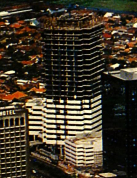 Chase Plaza saat dibangun, 1985