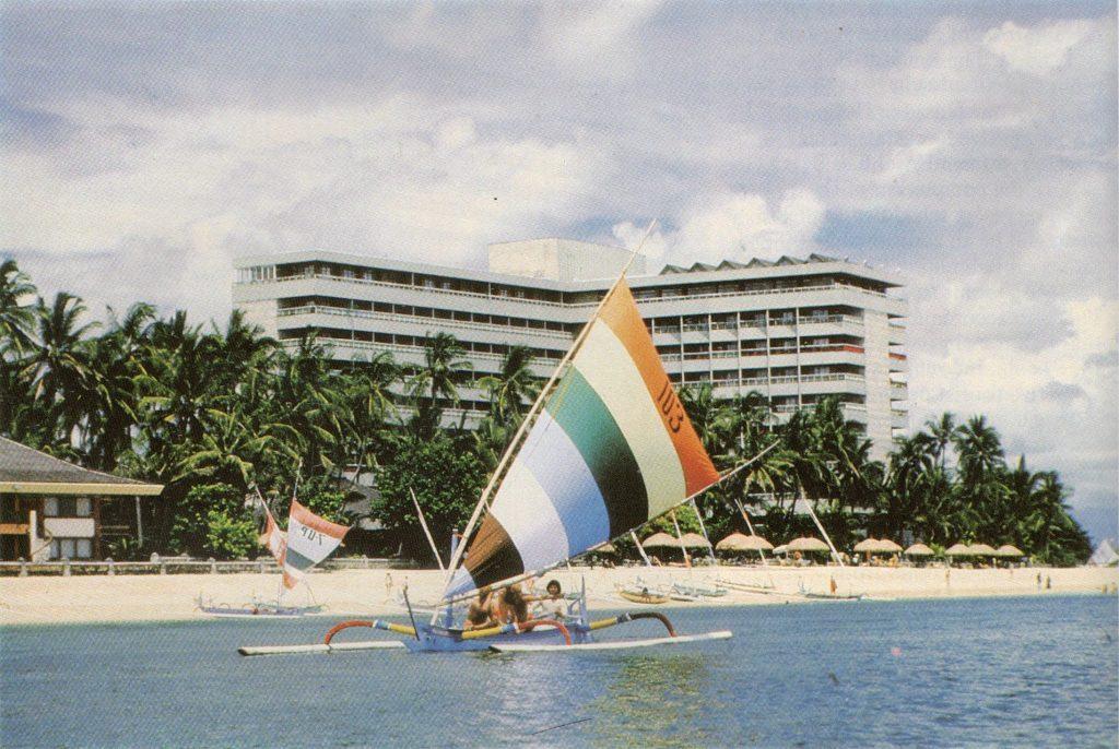 Hotel Grand Bali Beach sebelum terbakar, sekitar 1970an-1985.